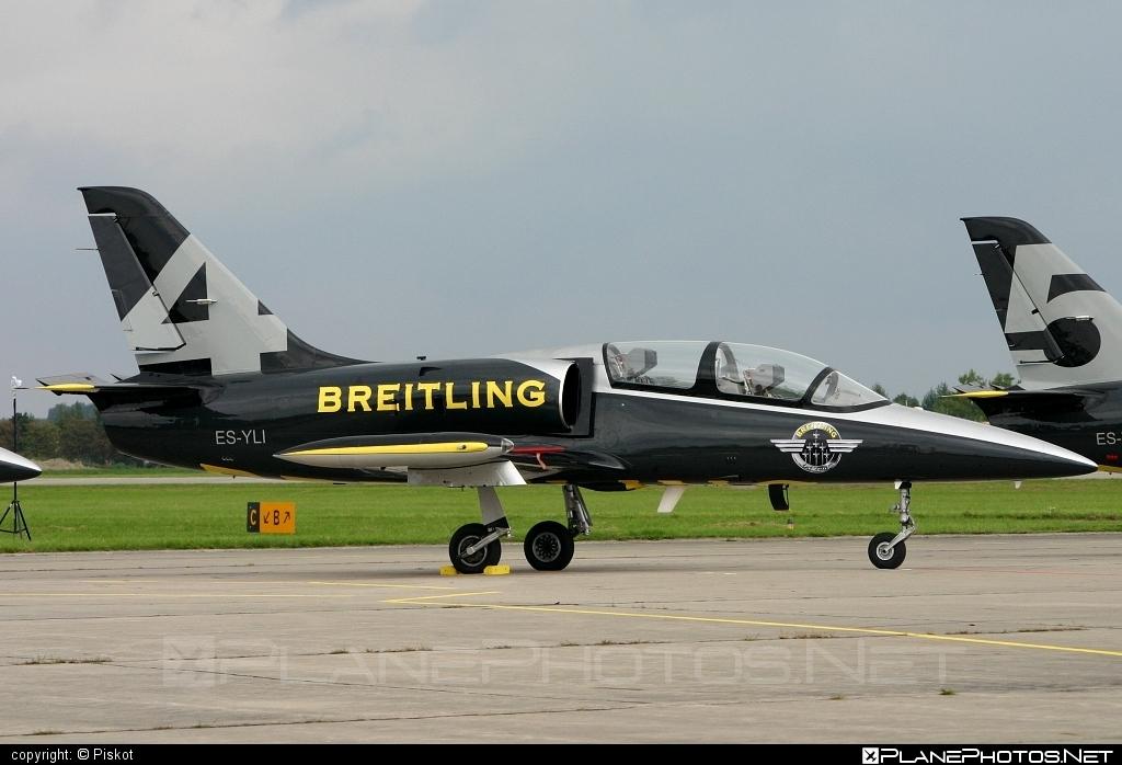 Aero L-39C Albatros - ES-YLI operated by Breitling Apache Jet Team #aero #aerol39 #aerol39albatros #aerol39calbatros #albatros #breitlingapachejetteam #l39 #l39c #l39calbatros