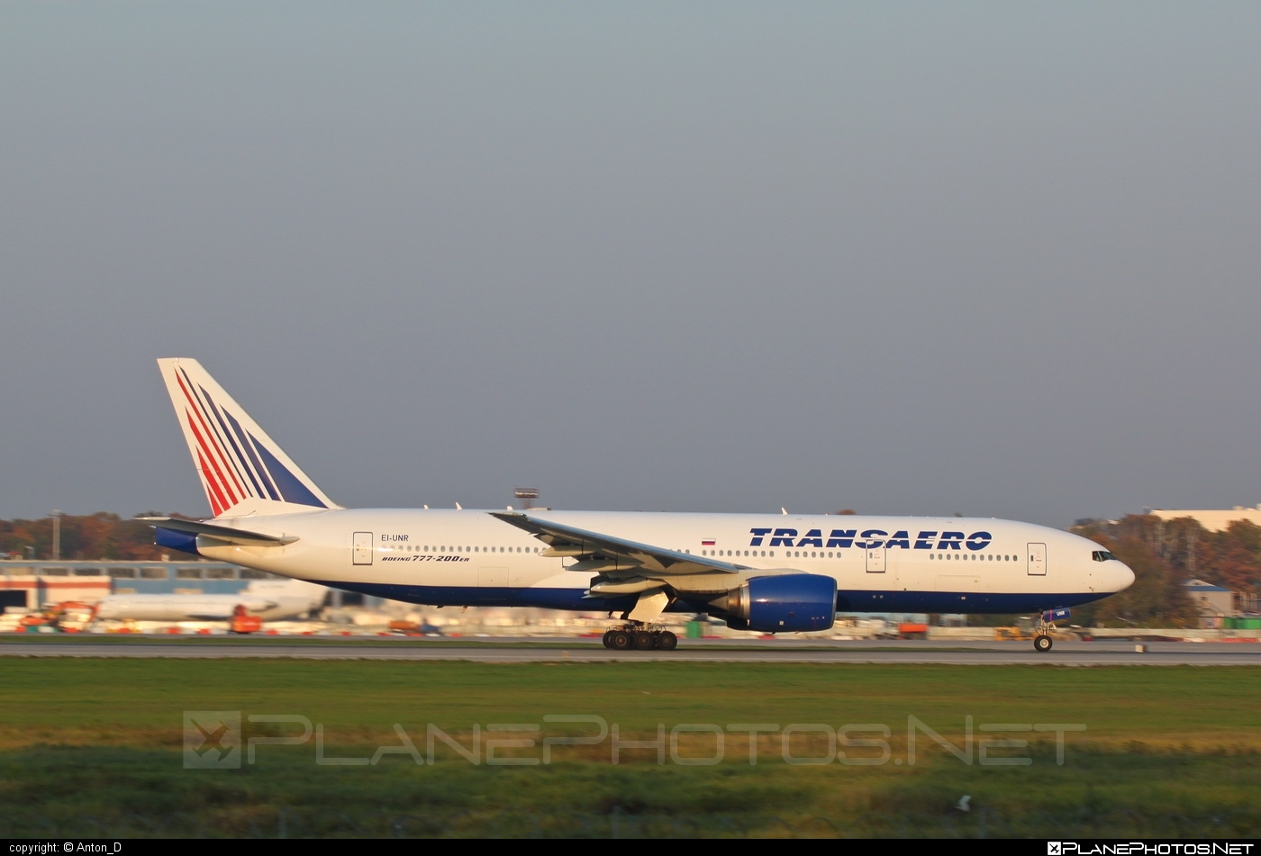 Boeing 777-200ER - EI-UNR operated by Transaero Airlines #b777 #b777er #boeing #boeing777 #transaero #transaeroairlines #tripleseven