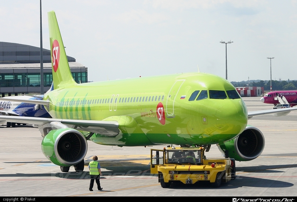 Airbus A320-214 - VQ-BET operated by S7 Airlines #a320 #a320family #airbus #airbus320