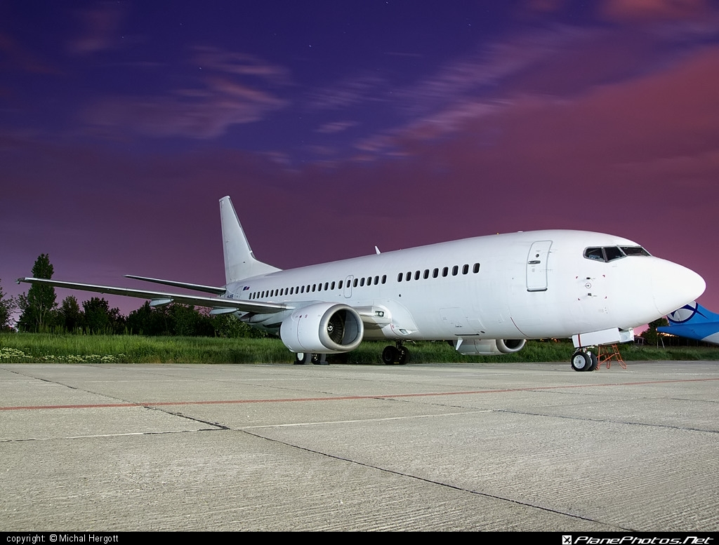 Boeing 737-300 - OM-ASE operated by Air Slovakia #b737 #boeing #boeing737