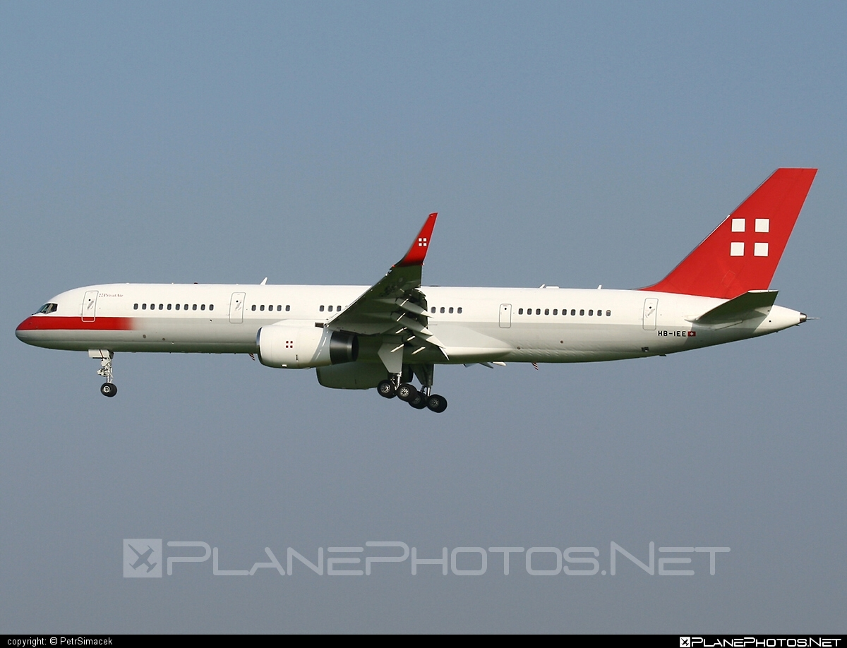 Boeing 757-200 - HB-IEE operated by PrivatAir #b757 #boeing #boeing757