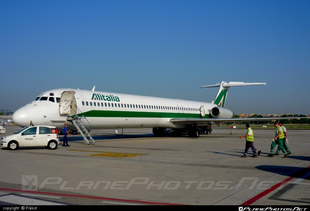McDonnell Douglas MD-82 - I-DACU operated by Alitalia #alitalia #mcdonnelldouglas #mcdonnelldouglas80 #mcdonnelldouglas82 #mcdonnelldouglasmd80 #mcdonnelldouglasmd82 #md80 #md82