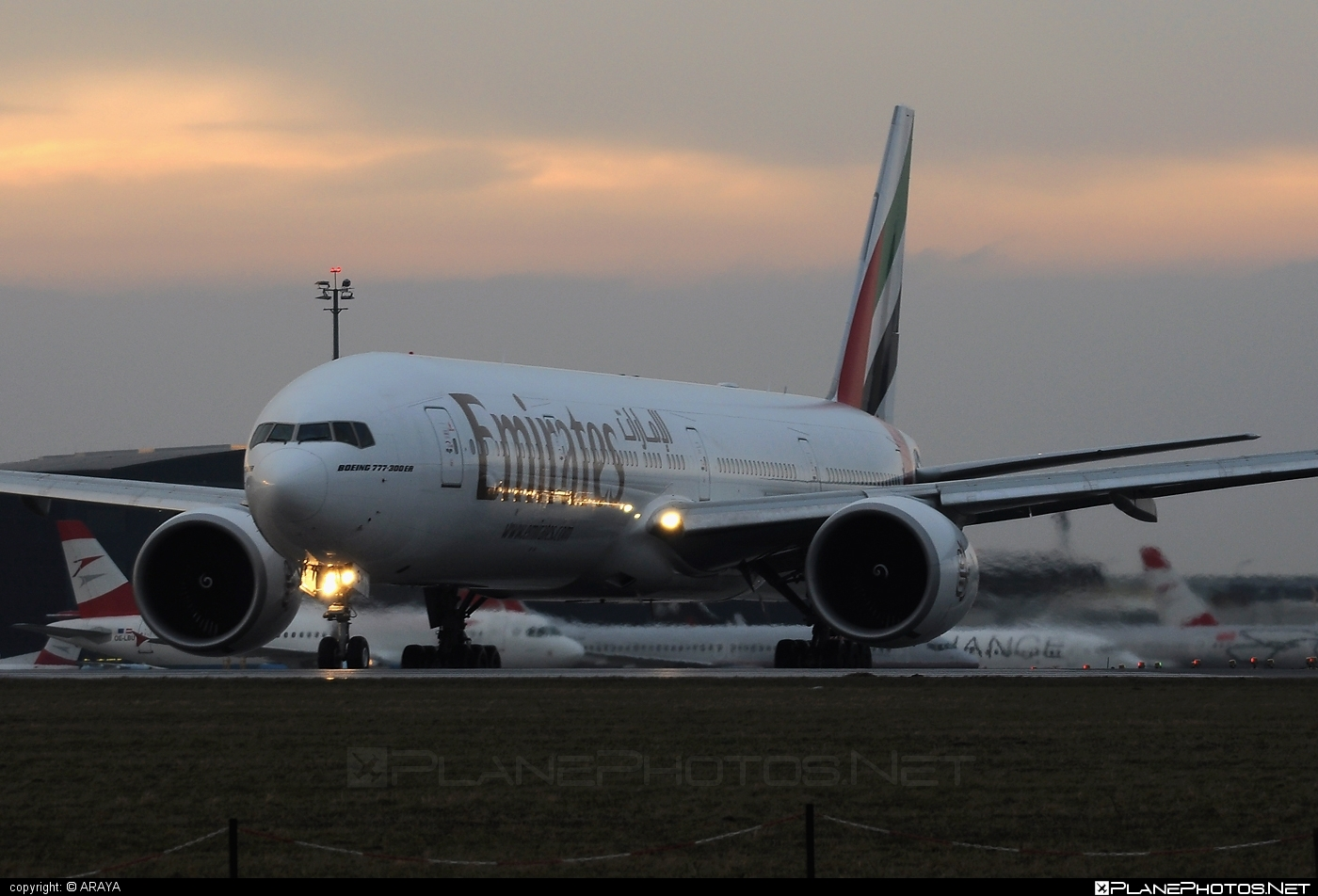 Boeing 777-300ER - A6-ECH operated by Emirates #b777 #b777er #boeing #boeing777 #emirates #tripleseven