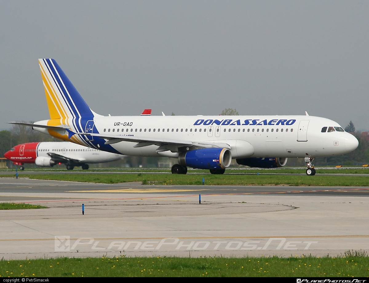 Airbus A320-233 - UR-DAD operated by Donbassaero #a320 #a320family #airbus #airbus320