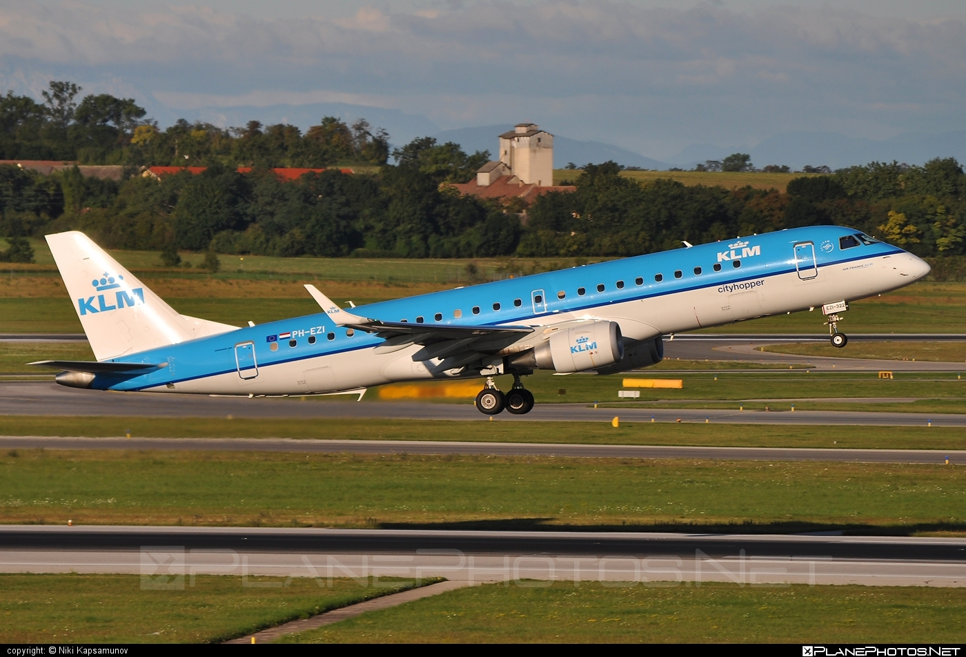 Embraer 190-100STD - PH-EZI operated by KLM Cityhopper #e190 #embraer #embraer190 #embraer190std #klm #klmcityhopper