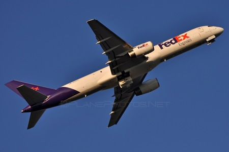Boeing 757-200 - N915FD operated by FedEx Express