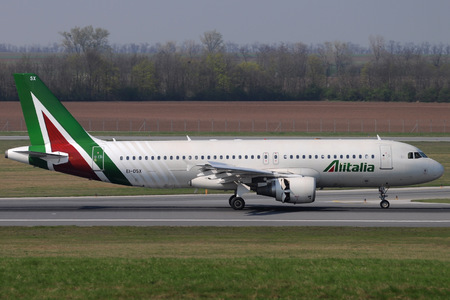 Airbus A320-216 - EI-DSX operated by Alitalia