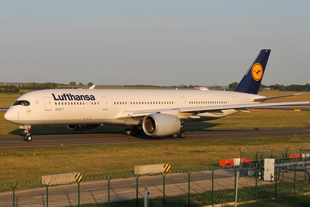 Airbus A350-941 - D-AIXC operated by Lufthansa