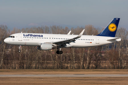 Airbus A320-214 - D-AIUQ operated by Lufthansa