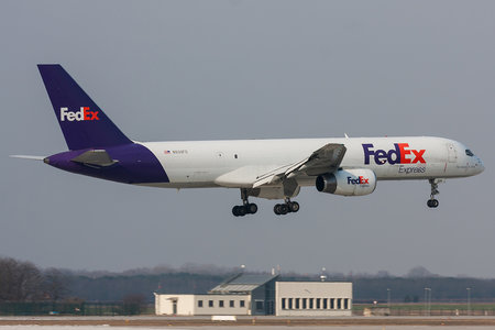 Boeing 757-200SF - N939FD operated by FedEx Express