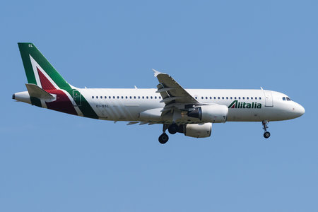 Airbus A320-216 - EI-DSL operated by Alitalia
