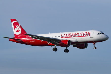 Airbus A320-214 - OE-LOC operated by LaudaMotion