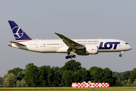 Boeing 787-8 Dreamliner - SP-LRE operated by LOT Polish Airlines