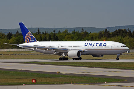 Boeing 777-200ER - N224UA operated by United Airlines