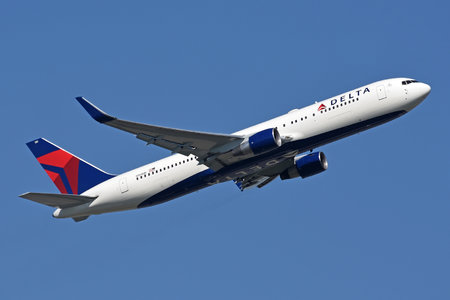 Boeing 767-300ER - N181DN operated by Delta Air Lines