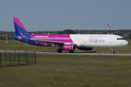Airbus A321-231 - HA-LXZ operated by Wizz Air