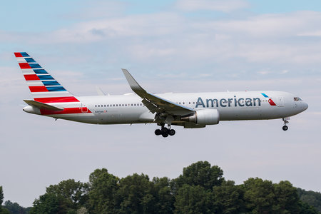 Boeing 767-300ER - N395AN operated by American Airlines