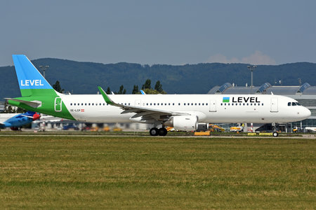 Airbus A321-211 - OE-LCP operated by LEVEL