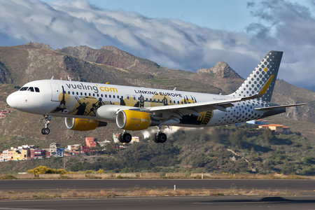 Airbus A320-214 - EC-LVP operated by Vueling Airlines