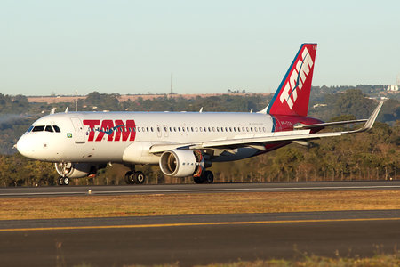 Airbus A320-214 - PR-TYA operated by TAM Linhas Aéreas