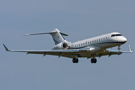 Bombardier BD-700-1A10 Global 6000 - OE-LEM operated by Private operator