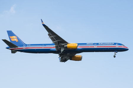 Boeing 757-300 - TF-ISX operated by Icelandair