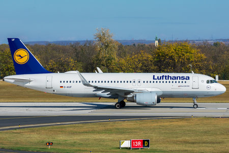 Airbus A320-214 - D-AIUF operated by Lufthansa
