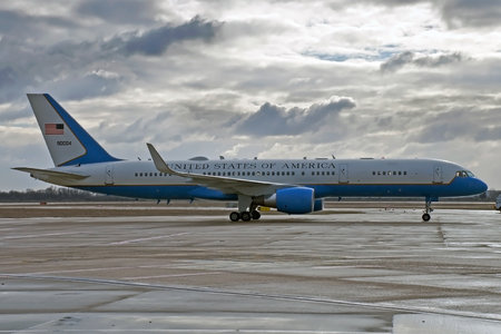Boeing C-32A - 99-0004 operated by US Air Force (USAF)