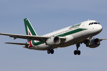 Airbus A320-214 - EI-IKG operated by Alitalia