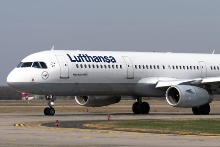 Airbus A321-231 - D-AIDF operated by Lufthansa