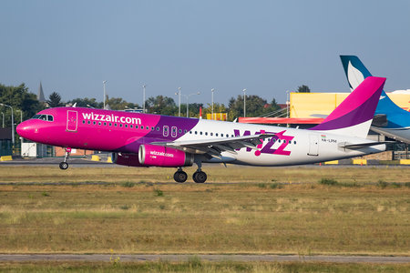 Airbus A320-232 - HA-LPM operated by Wizz Air