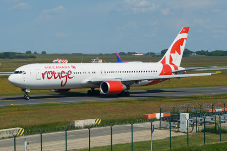 Boeing 767-300ER - C-GDUZ operated by Air Canada Rouge