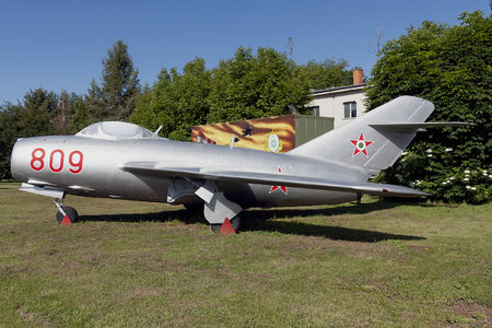 Mikoyan-Gurevich MiG-15bis - 809 operated by Magyar Néphadsereg (Hungarian People's Army)
