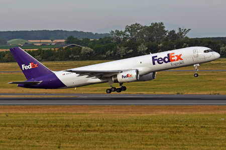 Boeing 757-200SF - N923FD operated by FedEx Express