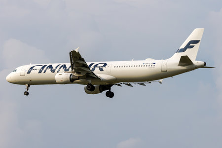 Airbus A321-211 - OH-LZD operated by Finnair