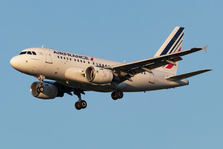 Airbus A318-111 - F-GUGD operated by Air France
