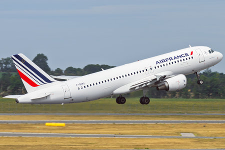 Airbus A320-214 - F-GKXL operated by Air France