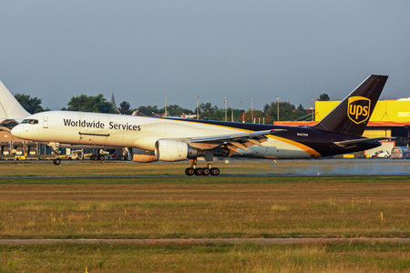 Boeing 757-200PF - N427UP operated by United Parcel Service (UPS)
