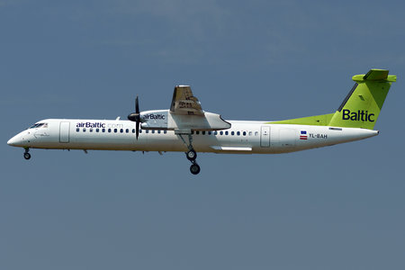 Bombardier DHC-8-Q402 Dash 8 - YL-BAH operated by Air Baltic