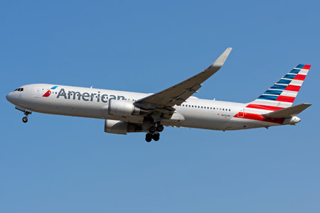 Boeing 767-300ER - N392AN operated by American Airlines