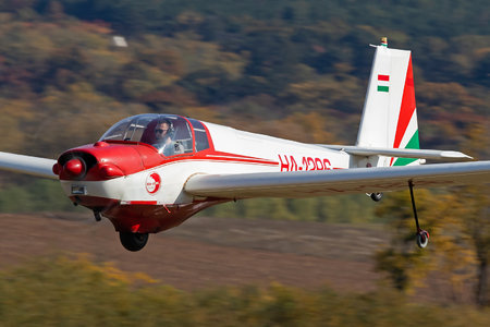 Scheibe SF-25C Falke - HA-1296 operated by Private operator