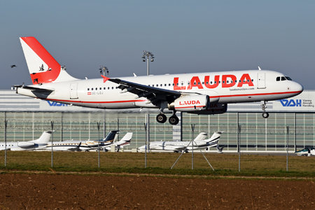 Airbus A320-232 - OE-LOJ operated by LaudaMotion