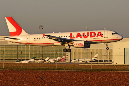 Airbus A320-214 - OE-LOA operated by LaudaMotion