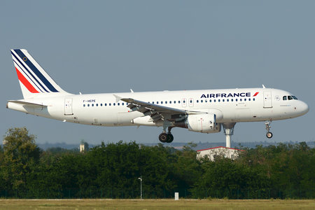 Airbus A320-214 - F-HEPE operated by Air France