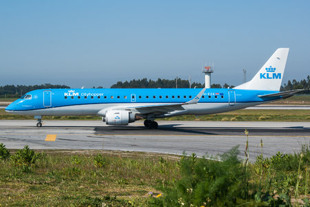 Embraer 190-100STD - PH-EZK operated by KLM Cityhopper