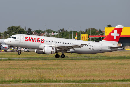 Airbus A320-214 - HB-JLR operated by Swissair