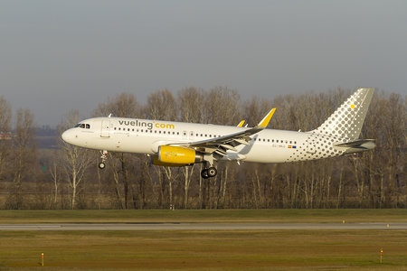 Airbus A320-232 - EC-MKO operated by Vueling Airlines