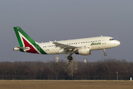 Airbus A319-112 - EI-IML operated by Alitalia