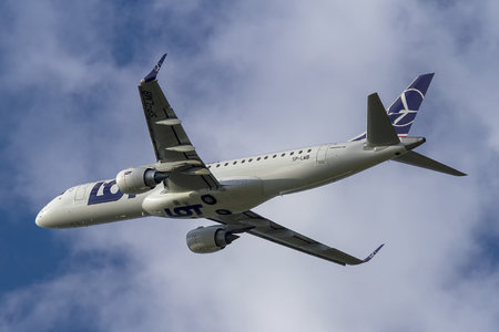 Embraer E190STD (ERJ-190-100STD) - SP-LMB operated by LOT Polish Airlines