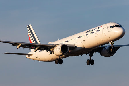 Airbus A321-212 - F-GTAU operated by Air France
